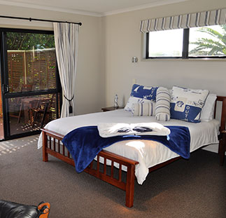 Accommodation-Baylys-Beach-Sunset-View-Lodge-bottom-floor-suites