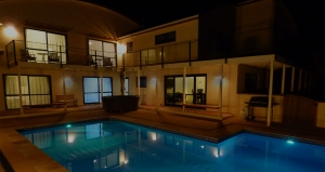 Accommodation-Baylys-Beach-Sunset-View-Lodge-pool-view