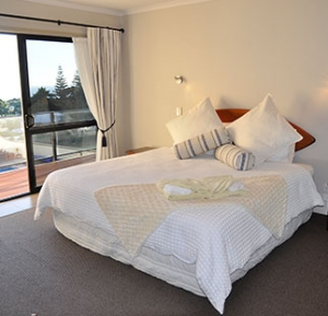 Accommodation-Baylys-Beach-Sunset-View-Lodge-top-floor-suites